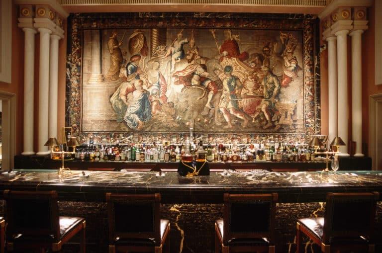 La célèbre tapisserie du bar Alexander, hôtel Grande Bretagne à Athènes.