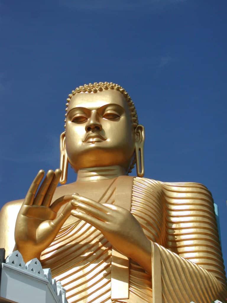 Golden Boudha, statue au Sri Lanka.