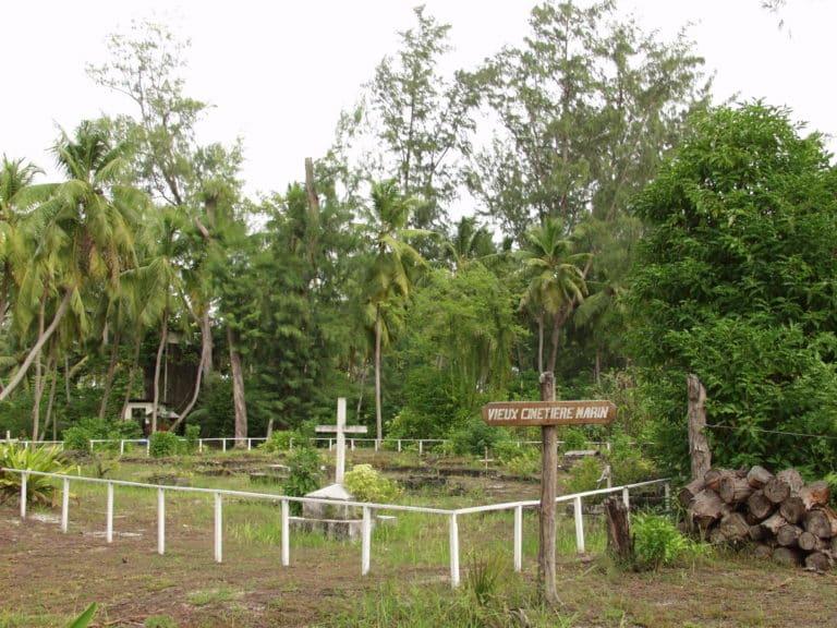 Le cimetière français de Denis Island aux Seychelles.