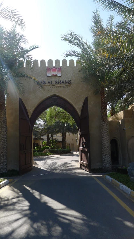 Au coeur du désert de Dubai, l'hôtel Bab-al-Shams est un petit paradis.