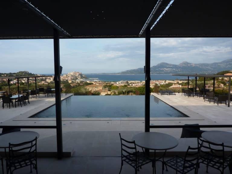 Splendide vue sur Calvi depuis la terrasse du Relais & Château La Villa